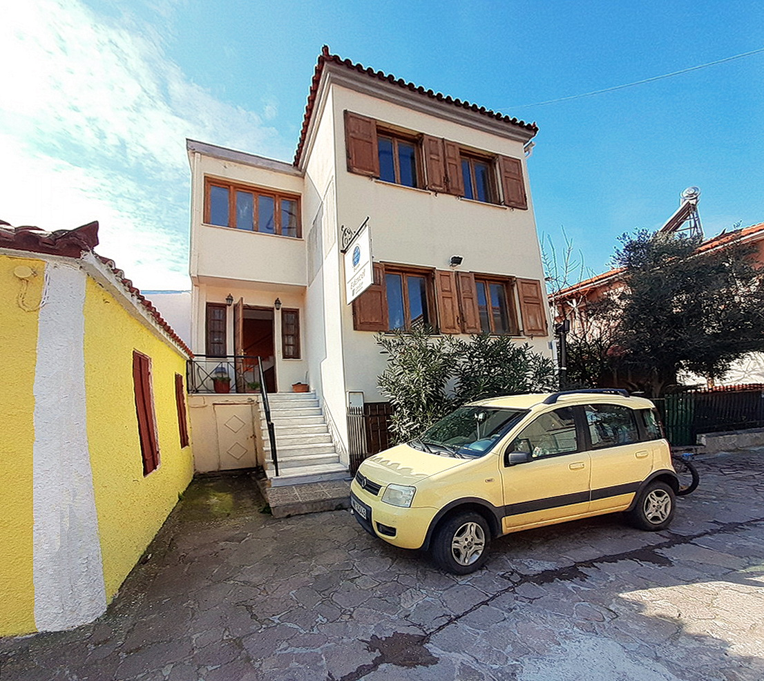 Just Back from Petra Beach - Four Room Detached Property